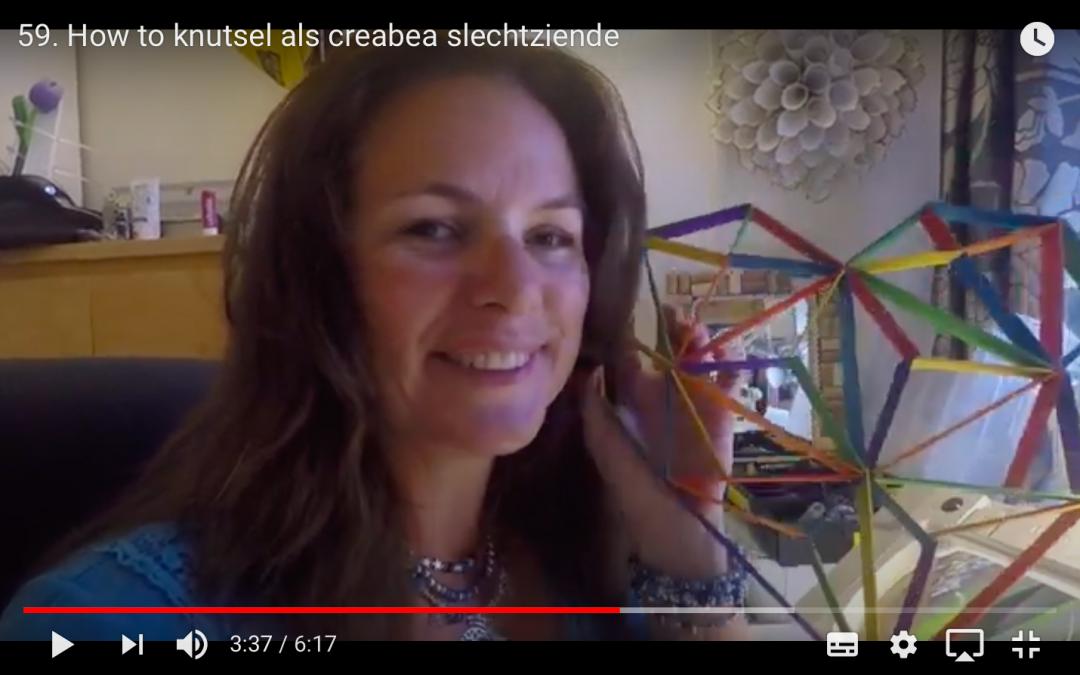 Screenshot uit een vlog met Annemiek en haar knutselwerkje